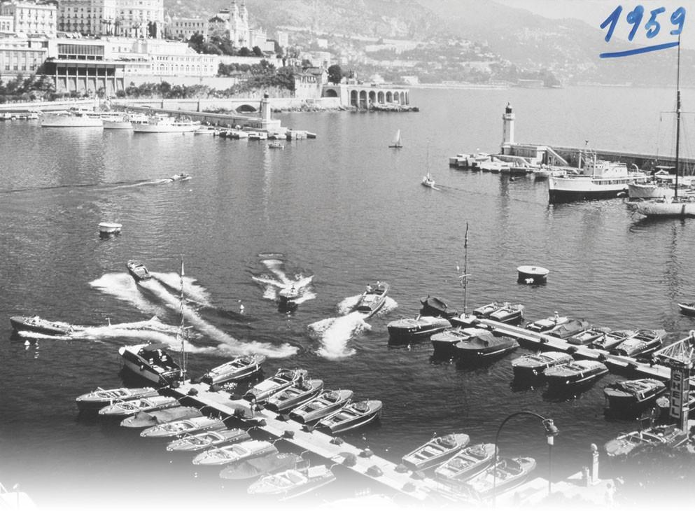 1959Invention par Carlo Riva du concept de ponton flottant